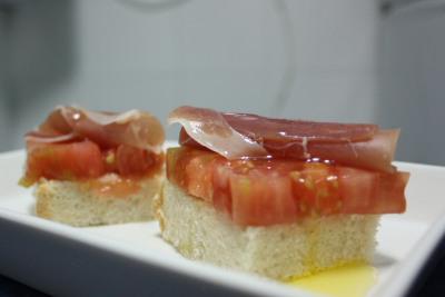 Tomate rosa de Huesca con jamón de Teruel