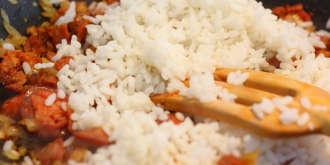 Añadir el arroz al sofrito